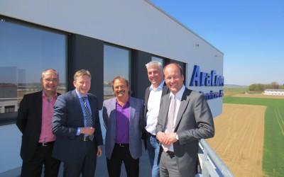 AraCom IT Services AG empfängt Landrat Martin Sailer, Bürgermeister Michael Wörle und Amtskollege Richard Greiner aus Neusäß am neuen Firmenhauptsitz